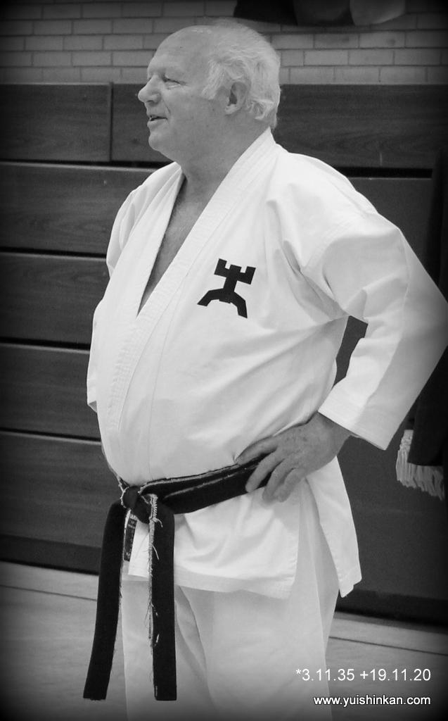 Yuishinkan Goju-Ryu Karate-Do Kamen Bergkamen